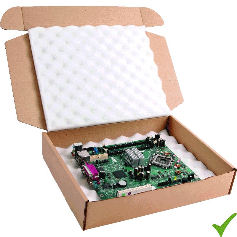 Scheda di un pc dentro la scatola adeguata