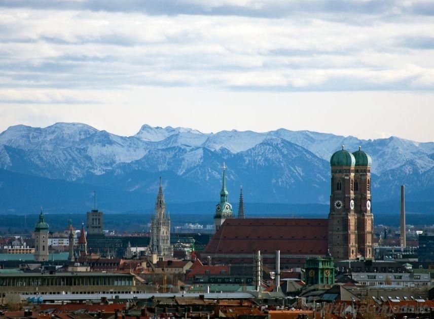 Vista di Monaco di Baviera e le Alpi