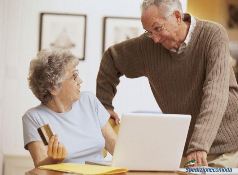 Coppia anziani che ordina una spedizione online