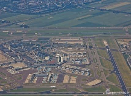 Vista aerea dell'aeroporto Schiphol - hub TNT spedizioni