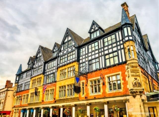 Palazzo tipico inglese, tipica destinazione della spedizione di pacchi in Inghilterra